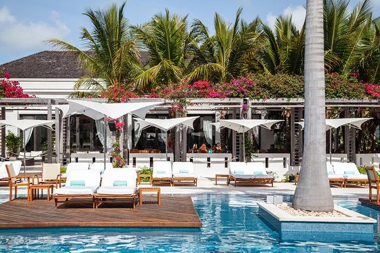 Gansevoort Turks + Caicos: Pool Pods and Stelle Restaurant View