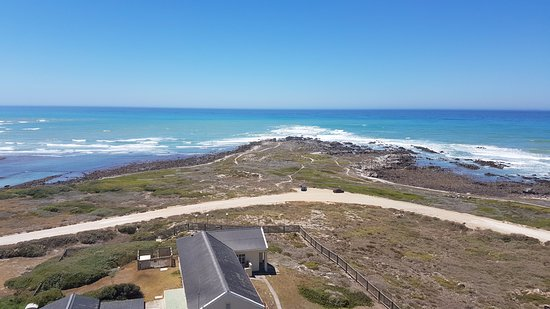 Cape Agulhas, Sudáfrica: The view from the lighthouse of the most southern point of Africa