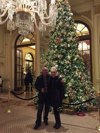 the plaza christmas tree in the hotel lobby - New York Christmas