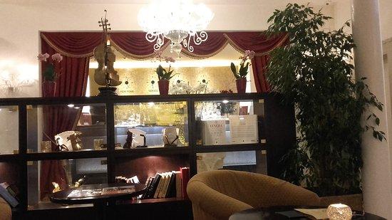 Hotel a La Commedia: 20170117_183156_large.jpg