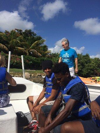 Cades Bay, Antigua: Paddling around