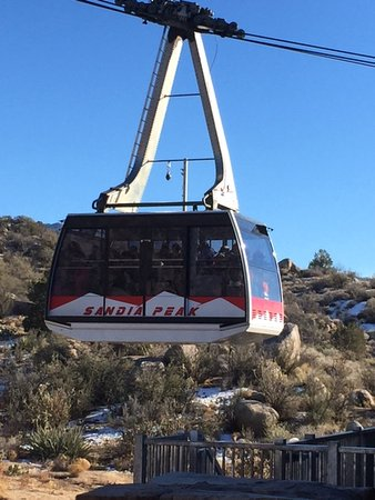 Sandia Peak Tramway: The amazing tram in action