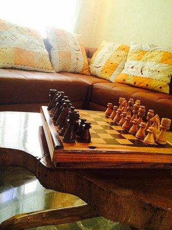 San Ramon, Costa Rica: En nuestra sala de estar nuestros huéspedes pueden descansar, ver TV o jugar juegos de mesa.