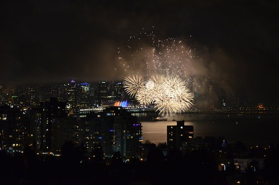 Crystal's View Vancouver Bed and Breakfast: Taken from the Verdi suite December 31 st mid night / New Year 2017 /