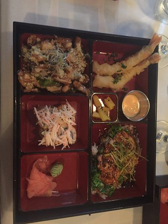 Naru Restaurant and Lounge: Awesome place, awesome food, exceptional service. We enjoy every minute in his restaurant.  Our