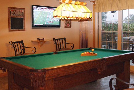Cloverdale, CA: Billiard room