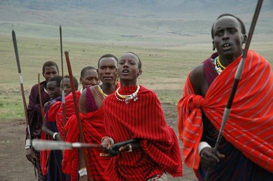 andBeyond Ngorongoro Crater Lodge: Los masais, cerca del Ngorongoro Cráter Lodge