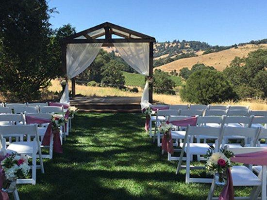 Cloverdale, Californie : Ceremony with vineyard & vista views