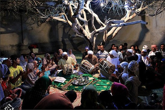 Qeshm, Iran : Zaar ritual: traditional music therapy.