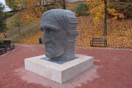 Brno, Republika Czeska: Jan Skacel statue