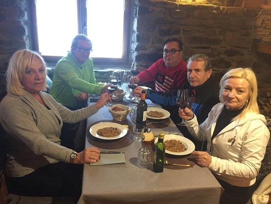 Erill La Vall, España: comida en familia