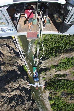 كوينز تاون, نيوزيلندا: Nevis Canyon Bungy Jump! One of the scariest yet most incredible experiences ever! 