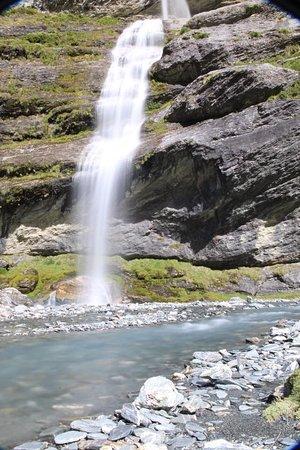 كوينز تاون, نيوزيلندا: Waterfall in Earnslaw Burn