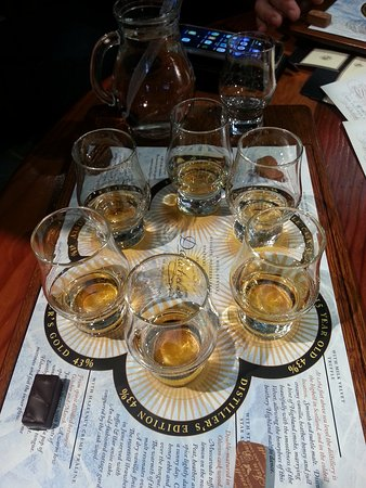 Dalwhinnie, UK: Whisky tasting at its best.