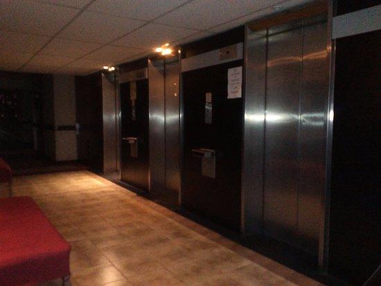 Bauen Hotel: Pasillo de ingreso a las habitaciones en el piso 11
