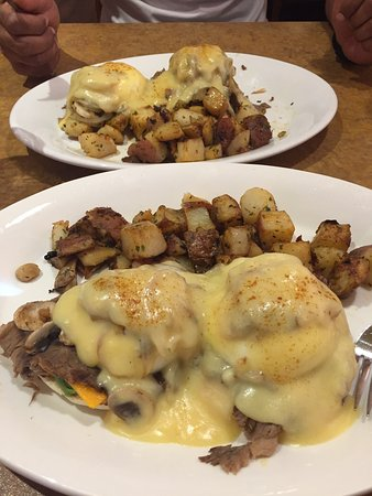 Red Deer, Canadá: The new Beef Benny is the best thing I have ever tasted. Must try! We added avocado, I absolutel