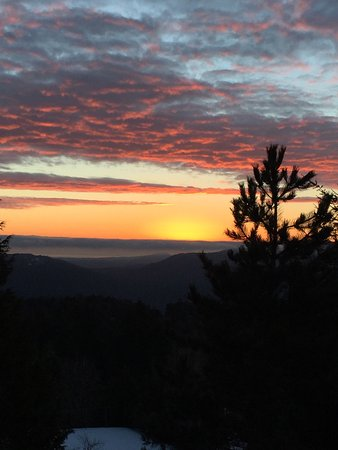 Malahat, Canada: Remarkable sunrises and picturesque afternoons