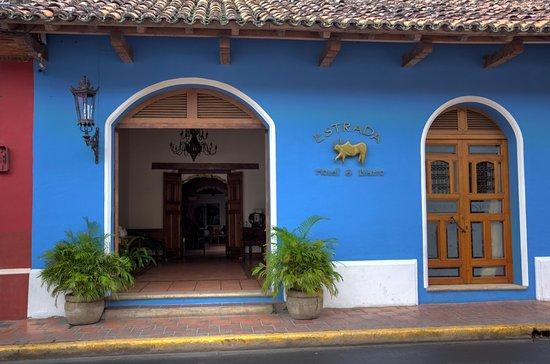 Hotel Estrada: Main Entrance