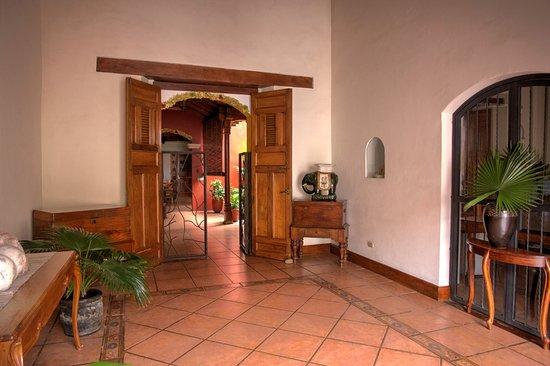 Hotel Estrada: Entrance
