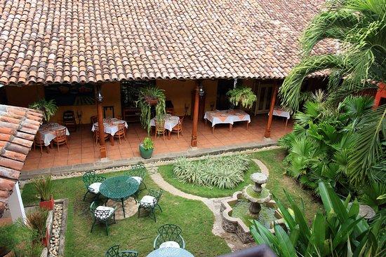 Hotel Estrada: Courtyard