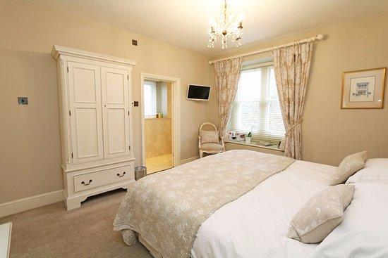 Box, UK: Calm, cosy room