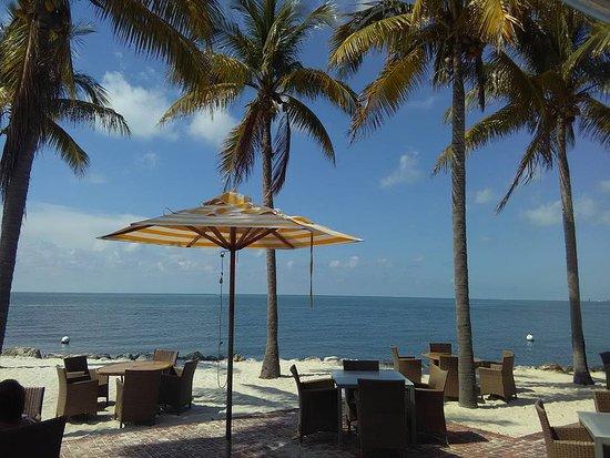 Tranquility Bay Beach House Resort: Beach dining