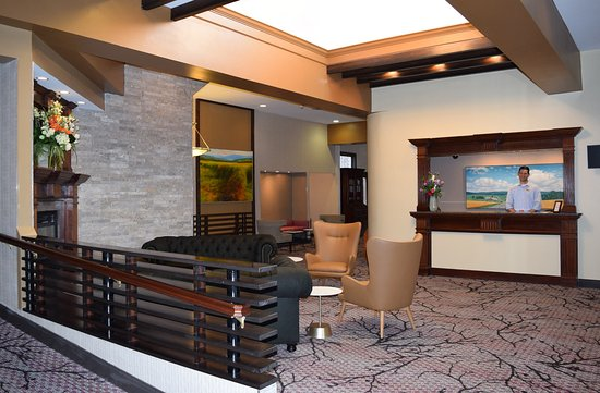Lakeville, CT: Main Lobby