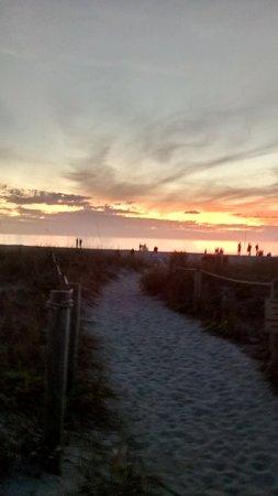 إن آت ذا بيتش: I just missed the sunset across the street.
