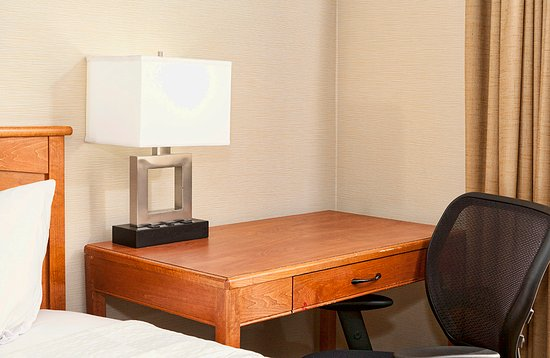 The Downtown Duluth Inn: Guest Room - Flat Screen TV and Desk