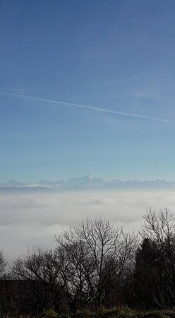 Gex, Франция: Dec. 2016 - From the restaurant on the Jura overlooking the Mont Blanc