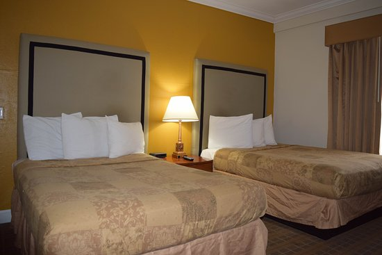 Americas Best Value Inn & Suites-SOMA: Another 2 Queen Room