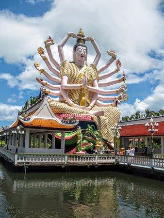 Wat Plai Laem: Многорукая богиня