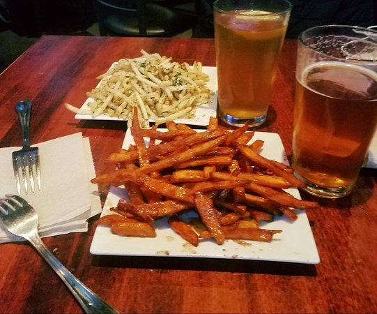 Allen, Техас: Truffle French Fries, Sweet Potato Fries with honey, and a local brew!