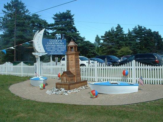 Lexington, Μίσιγκαν: Road Sign of Resort/Cottages