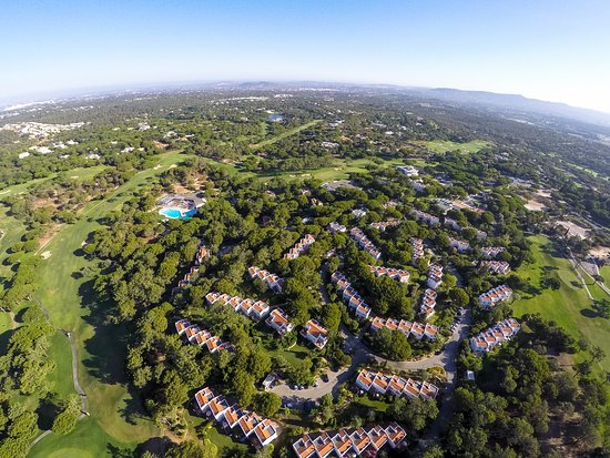 Quinta do Lago, Portugal: Areal View of Vilar do Golf where Bobby Jones Restaurant is located