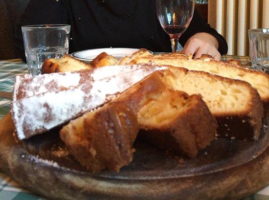 Molina di Faggeto Lario, Italy: Le torte miste della casa