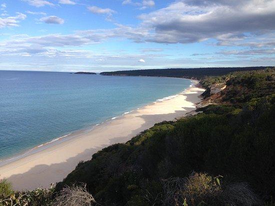 Merimbula, Australia: Secluded beaches at the Pinnacles