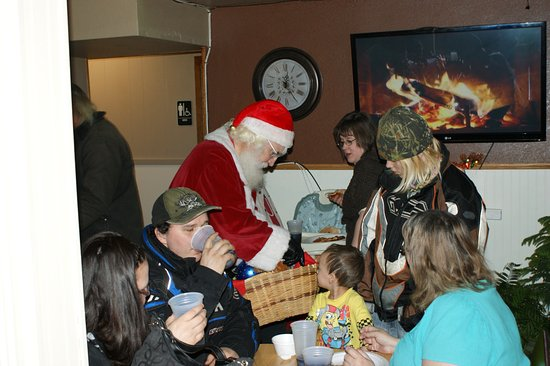 Little Falls, MN: Annual Charlies Pizza Free Christmas w/ SANTA we served 500PEOPLE this year