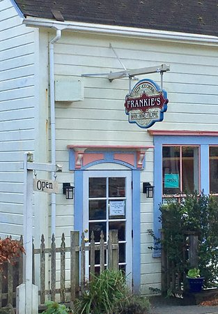 Frankie's Pizza and Ice Cream Parlor