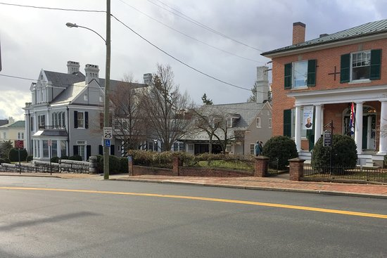 Staunton, Virginie : Museum on left and Visitor's Center on right