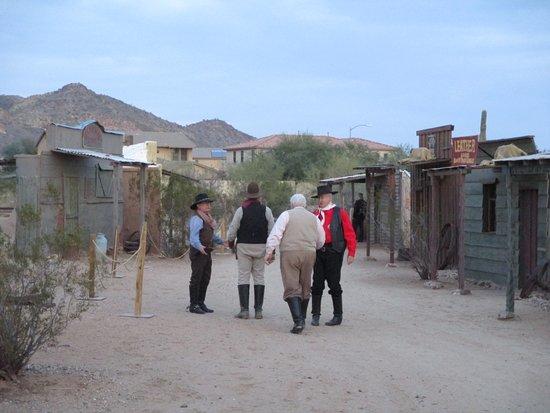 Peoria, AZ: The western shootout cast.