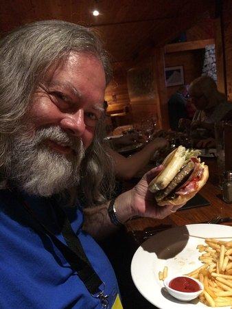 Ohakune, Selandia Baru: That's a big burger.