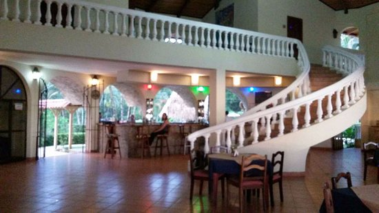 Playa Bejuco, Costa Rica: Quaint dining and bar in the hotel.