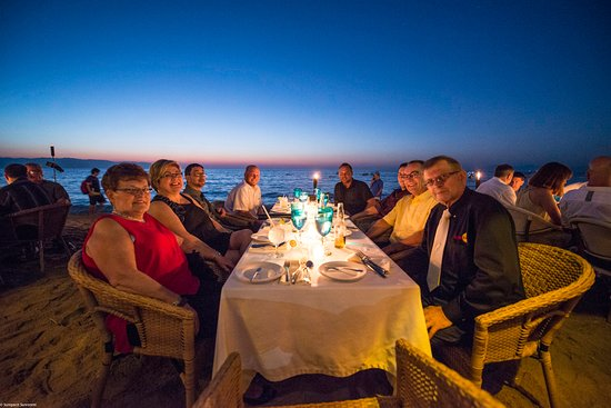 14th table of 142 people in our group - Picture of Vista