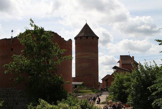 Sigulda, Lettland: Burg Turaida: Eingangsbereich