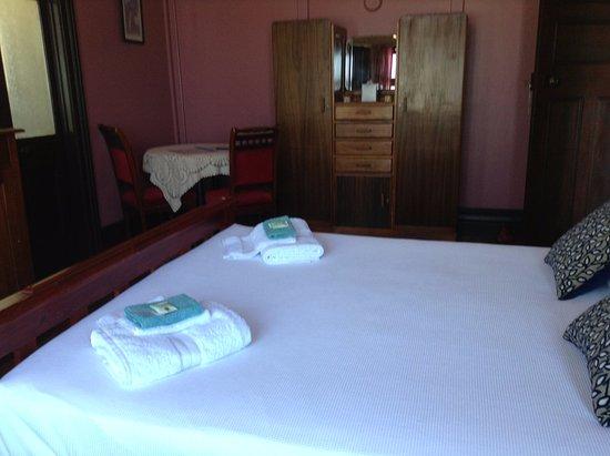 Grafton, Australien: Pink Room with Queen Bed, Kitchenette, En Suite and Bay Window