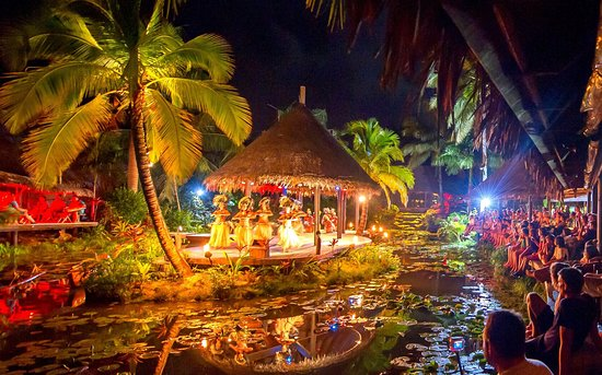 Muri, Cook Islands: Spectacular Over Water Night Show