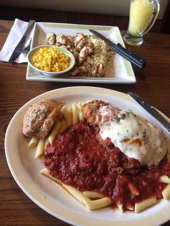 Foxboro, MA : Chicken parmigiana & grilled chicken tips