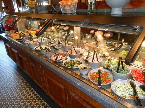 Ruby Tuesday: salad bar