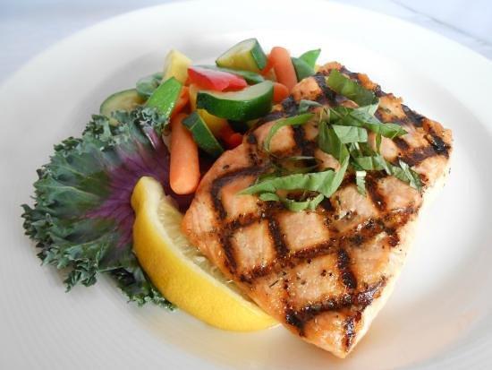 Middleton, Висконсин: Grilled Salmon